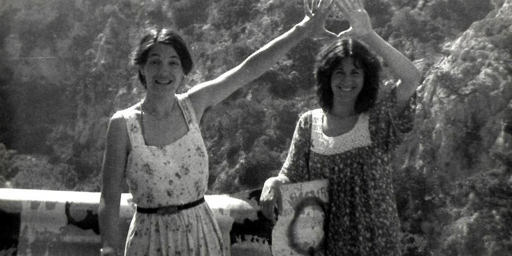 Maria-Mercè Marçal amb una amiga