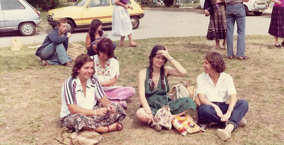 Maria-Mercè Marçal amb amigues